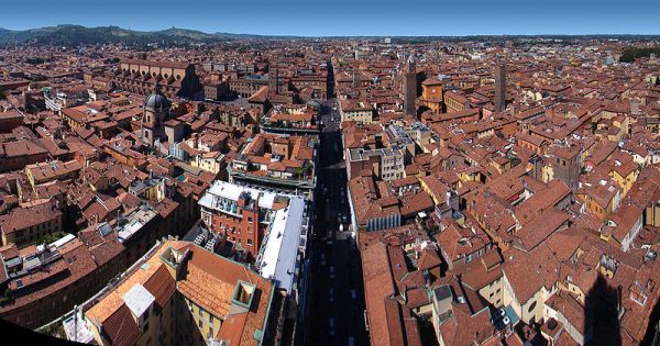 A bird's-eye view of the beauty of Bologna. (Source, Tango7174, wikipedia commons.)